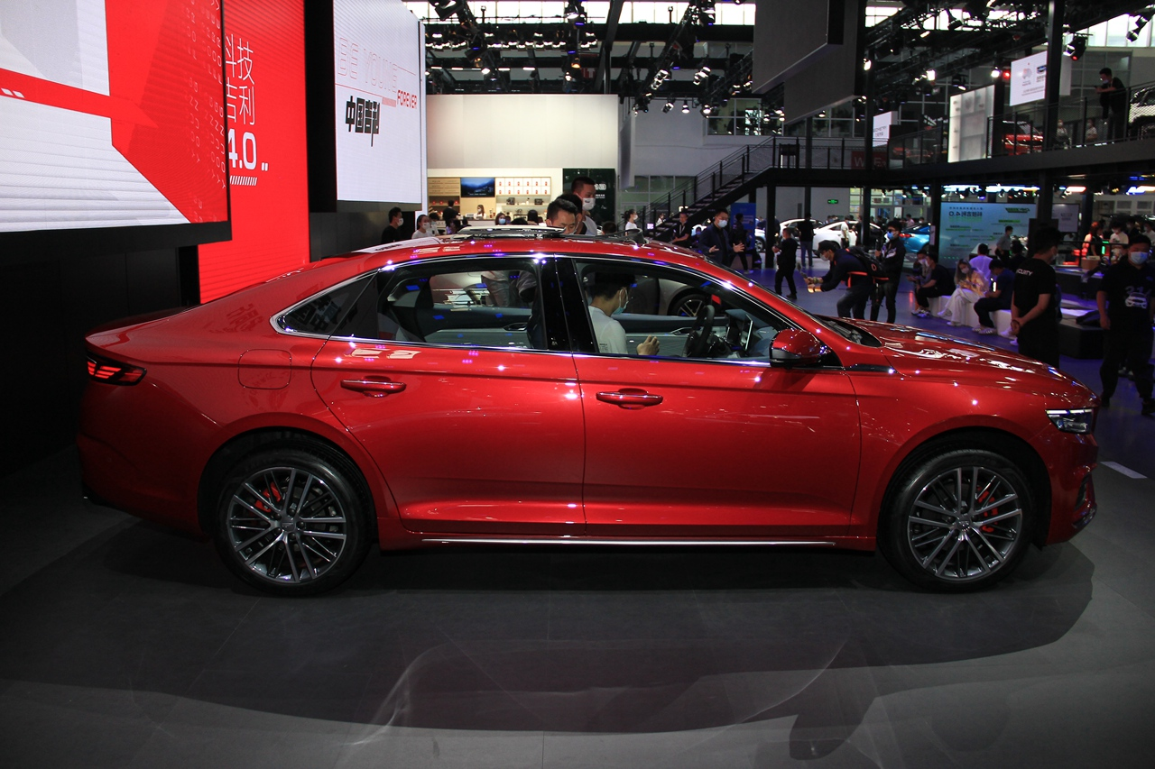 Geely PreFace 2021 года - роскошный серийный седан фото-2